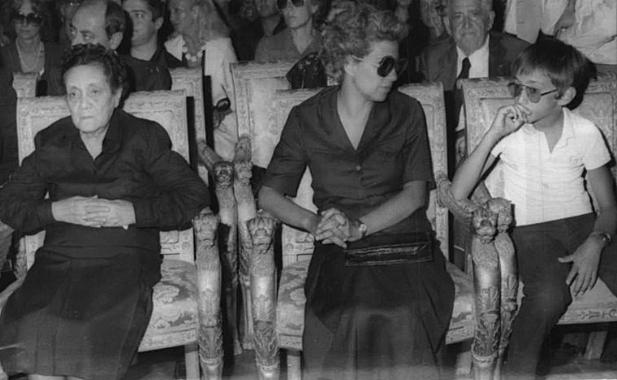 La mère, l'épouse et le fils de Boris Giuliano à ses obsèques