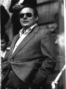 Luciano Liggio avait tendance à porter des vêtements sur mesure à grands frais lors de ses comparutions devant le tribunal. Il gardait souvent ses lunettes de soleil et fumait le cigare avec outrecuidance.