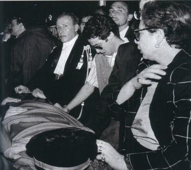 Paolo Borsellino accanto alla bara di Falcone.25mai1992