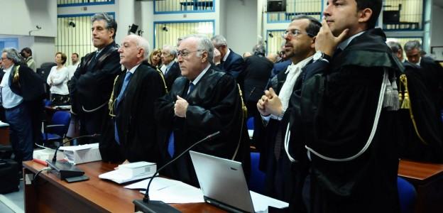 Le procureur Nino Di Matteo (g), le procureur adjoint Victor Teresi (g-2), le procureur Francesco Messineo (c), et le procureur Francesco Del Bene (d2) et Roberto Tartaglia (d)