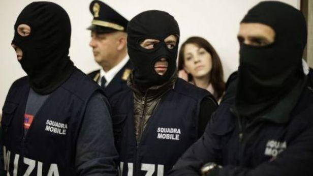 Policiers de la Squadra mobile