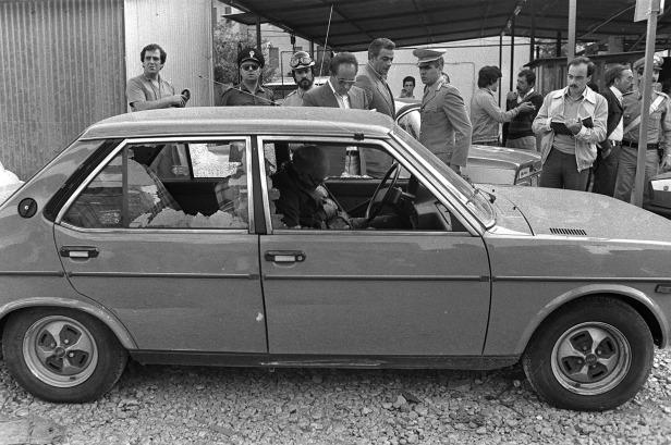 Le juge Cesare Terranova assassiné dans sa voiture, à Palerme © photo-livesicilia.it