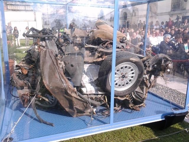 La Fiat occupée par les 3 agents de l'escorte après l'explosion