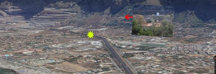Les assassins sont dissimulés sur une colline avec une vue imprenable sur l'autoroute