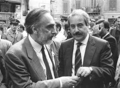 Falcone avec le Haut Commissaire de l'antimafia Domenico Sica (Photo Synthèse - Archives Courier)