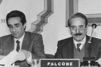Falcone avec le Président de la Région Sicilienne Rino Nicolosi (Frame - Archive Courier)