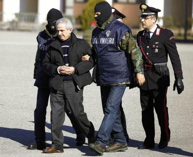 Recherché depuis 1990, Pasquale Condello est un des plus puissants boss de la 'Ndrangheta doit purger 4 peines de prison à vie. Il a été arrêté en 2008. (photo via @www.badische-zeitung.de)