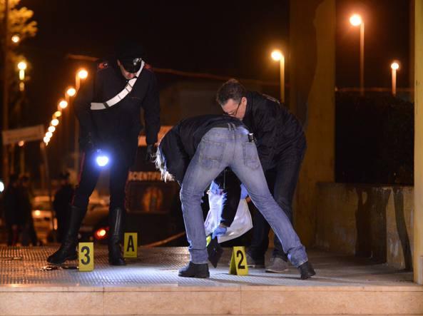 La police scientifique enquête sur les lieux de l'assassinat.