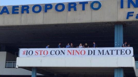 """Je suis avec Nino Di Matteo"" dit la banderole"
